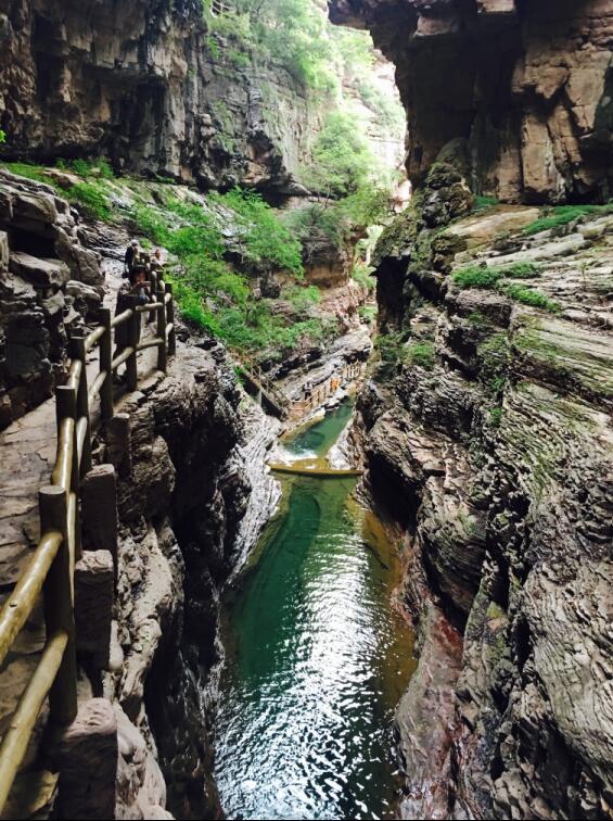 游览了云台山宝泉风景区和关山国家地质公园,体验太行山脉独特的地容